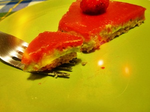 raw cake avodaco strawberry