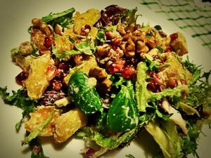 salata sa pecenim krompirom i narom